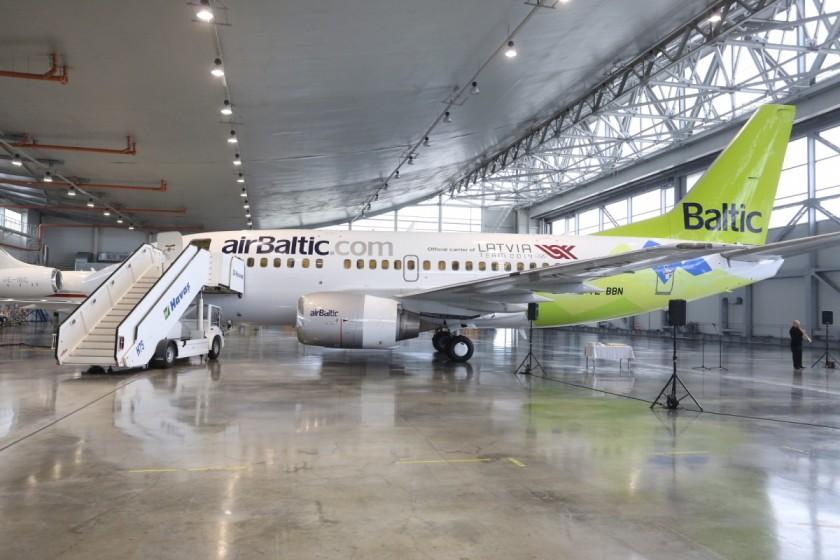 JekabsonsDotCom_airBaltic_plane_OlympicGames_Sotchi_2014_01_DelfiFoto_00